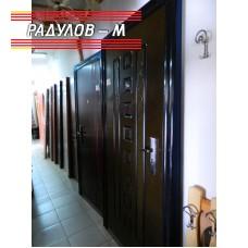 Блиндирана входна врата с каса и брава / 123